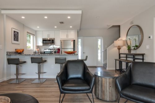 Vacation rentals with full amenities & kitchen - Escape