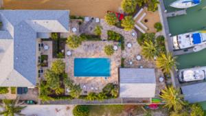 hotel-ecape-casey-key-grounds-1